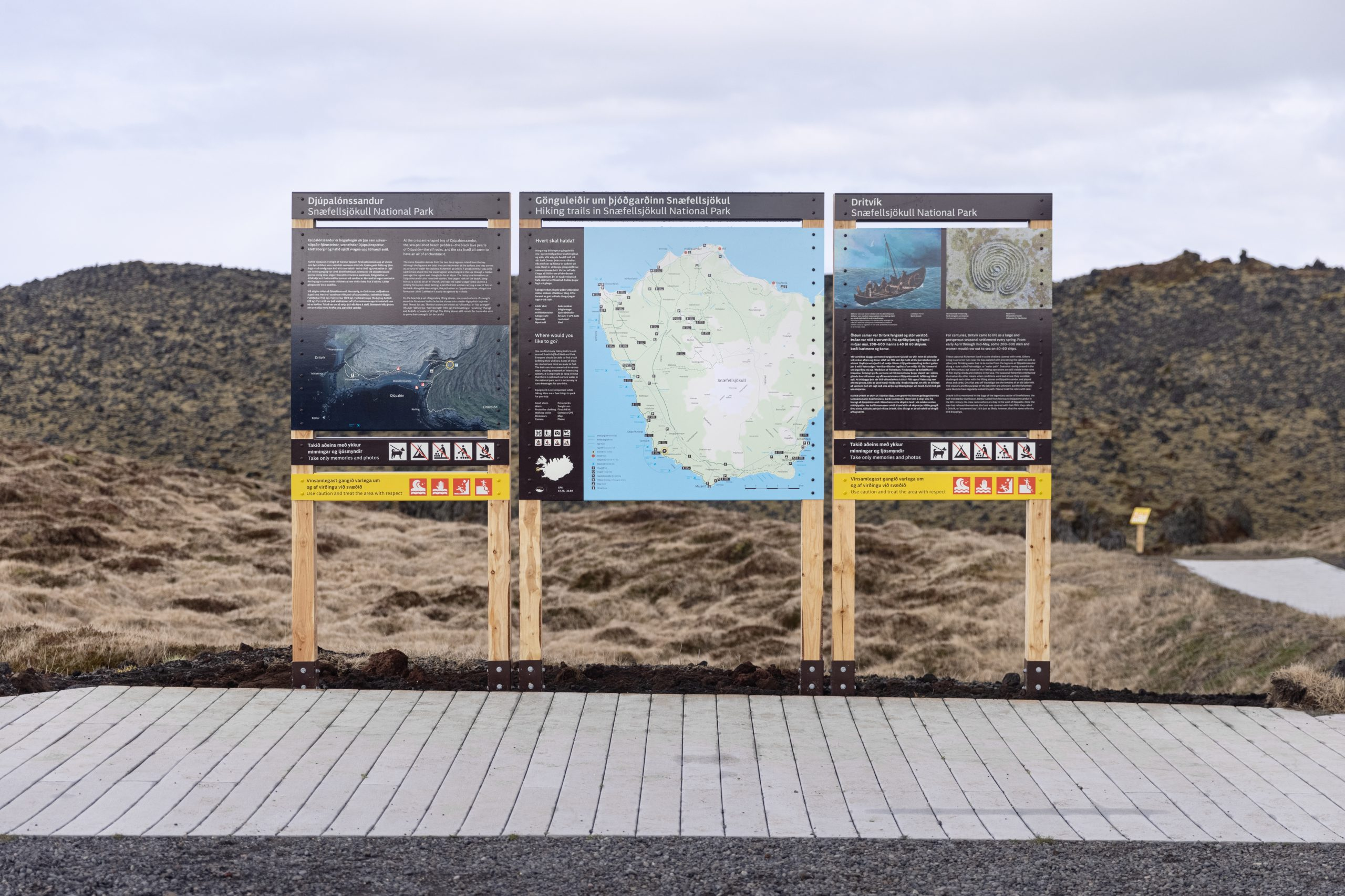 Þrjú almenn skilti, staðsett við Djúpalónssand.
